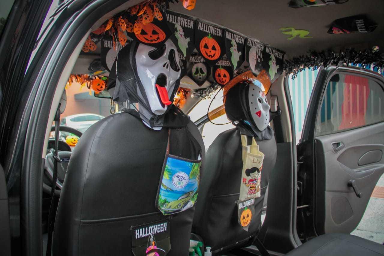 Carro foi todo decorado em alusão ao Halloween. (Foto: Marcos Maluf)