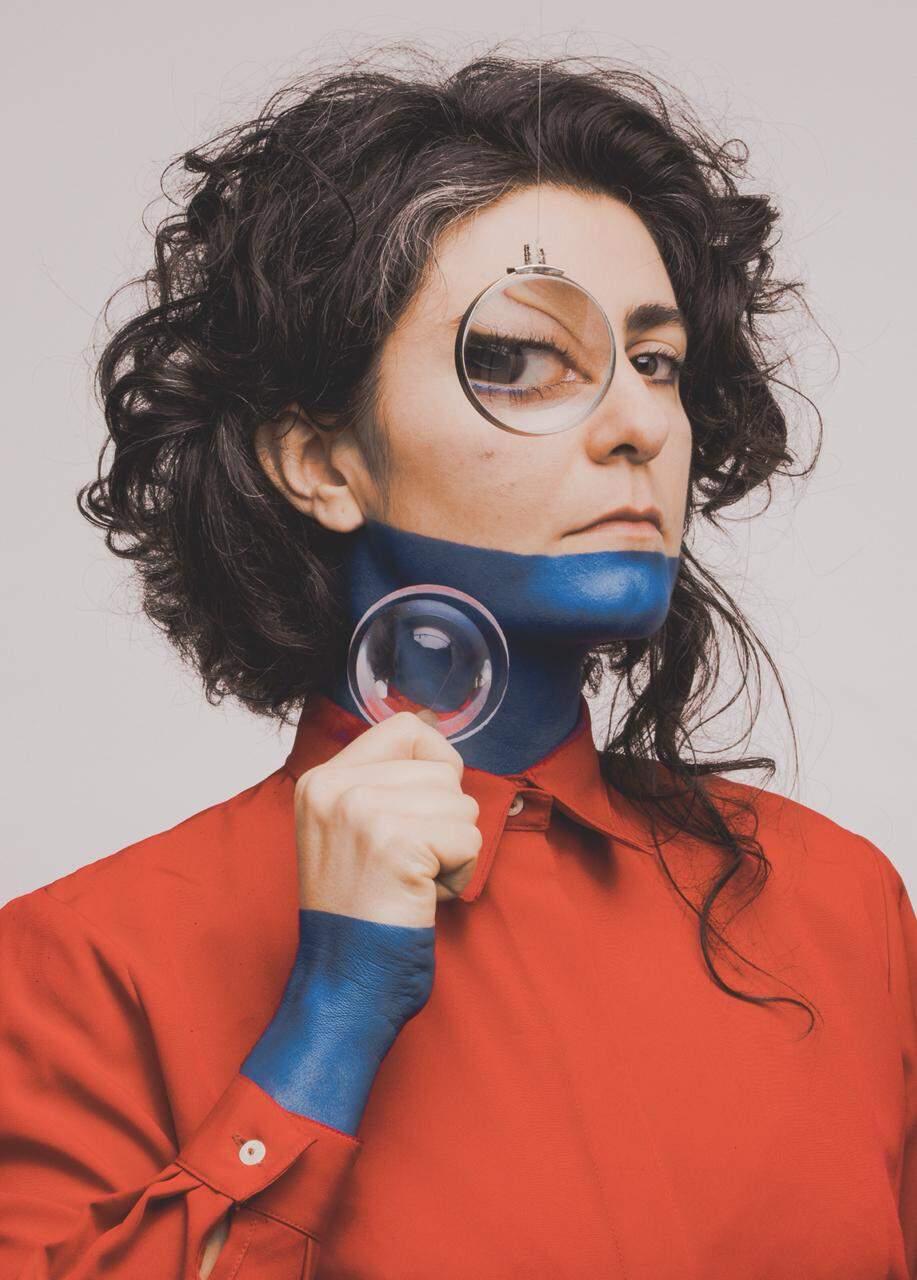 Pelas redes, a partir das 21 horas, Paula apresenta as 10 músicas do CD Petróleo.