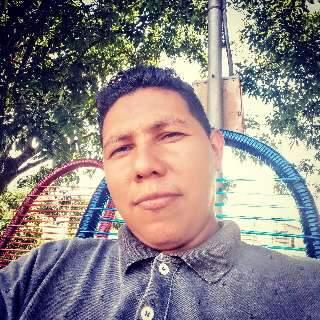 """""""Meu filho morreu como se fosse um bandido"""", diz mãe de rapaz morto em tabacaria"""