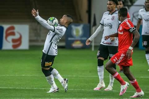 Surpresa na escalação, Davó marca e Corinthians derrota o Internacional na arena