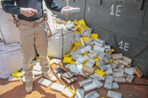 Em abordagem a caminhão, PRF descobre carga de cocaína avaliada em R$ 9 milhões