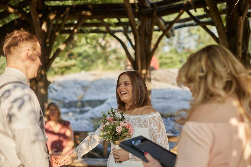 Casamento de Amanda aconteceu em gazebo na parte altas do Central Park (Foto: Gianna Falcon)