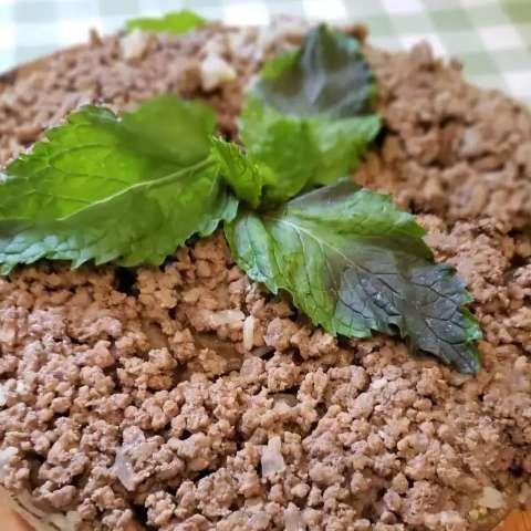 Arroz de berinjela que parece torta vira tradição que une mãe e filha