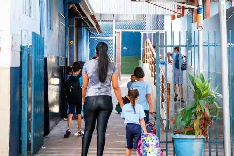 Alunos com presença em aulas remotas serão aprovados, mesmo com notas baixas