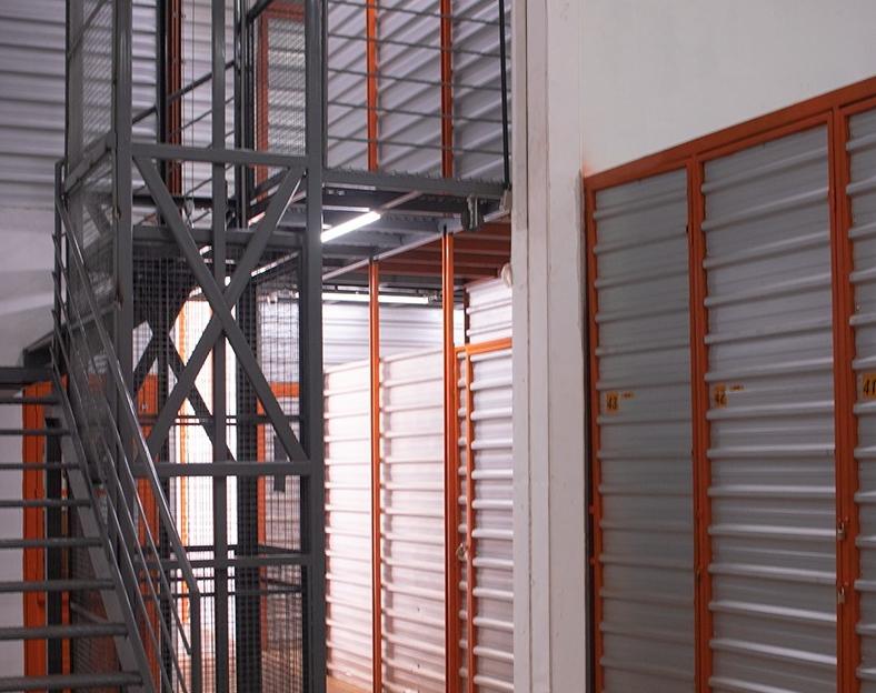 A empresa possui dois andares com elevador de carga. (Imagem: Divulgação)