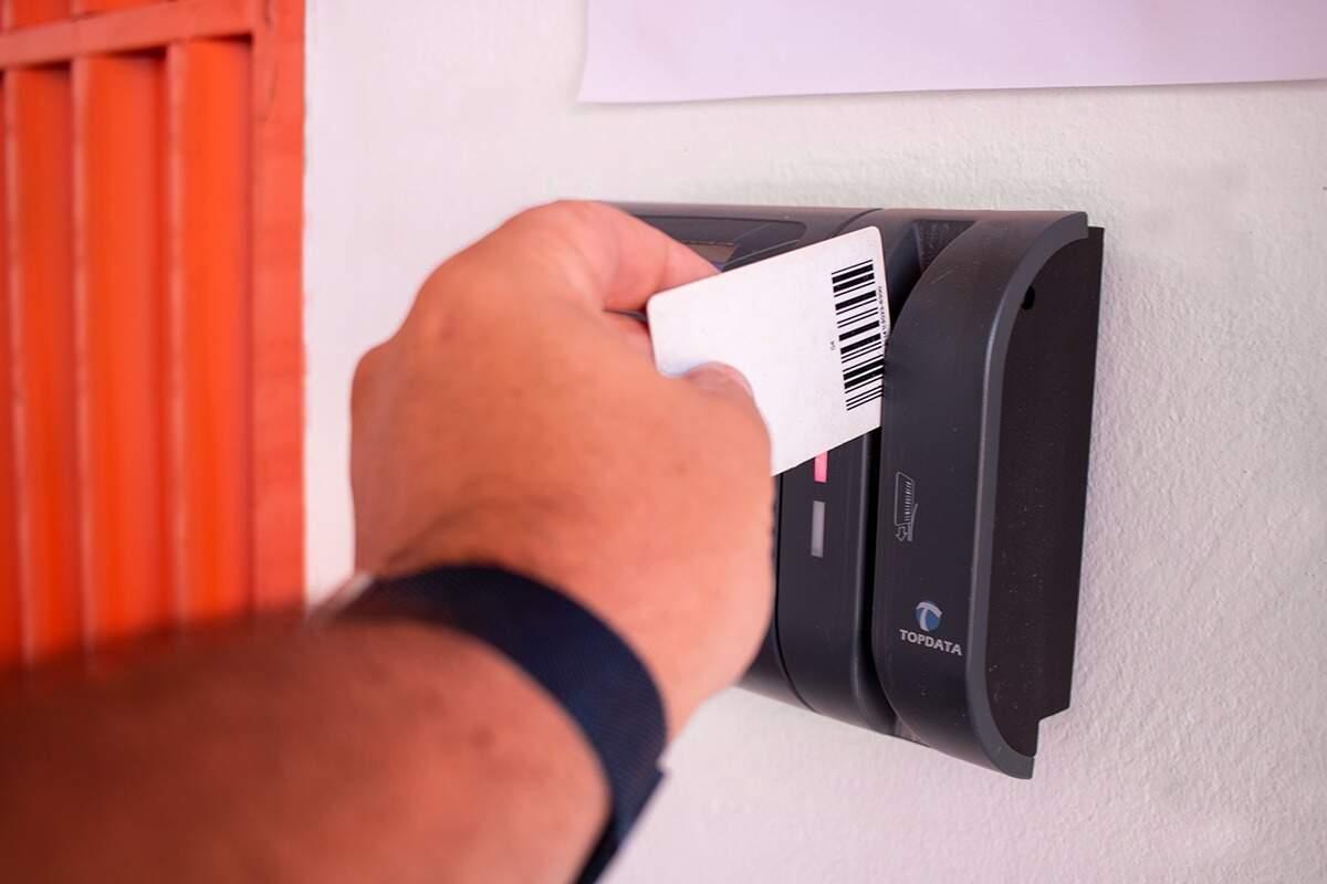 . O acesso é 100% seguro, monitorado e pessoal, feito em cartão intransferível. (Imagem: Segurança)