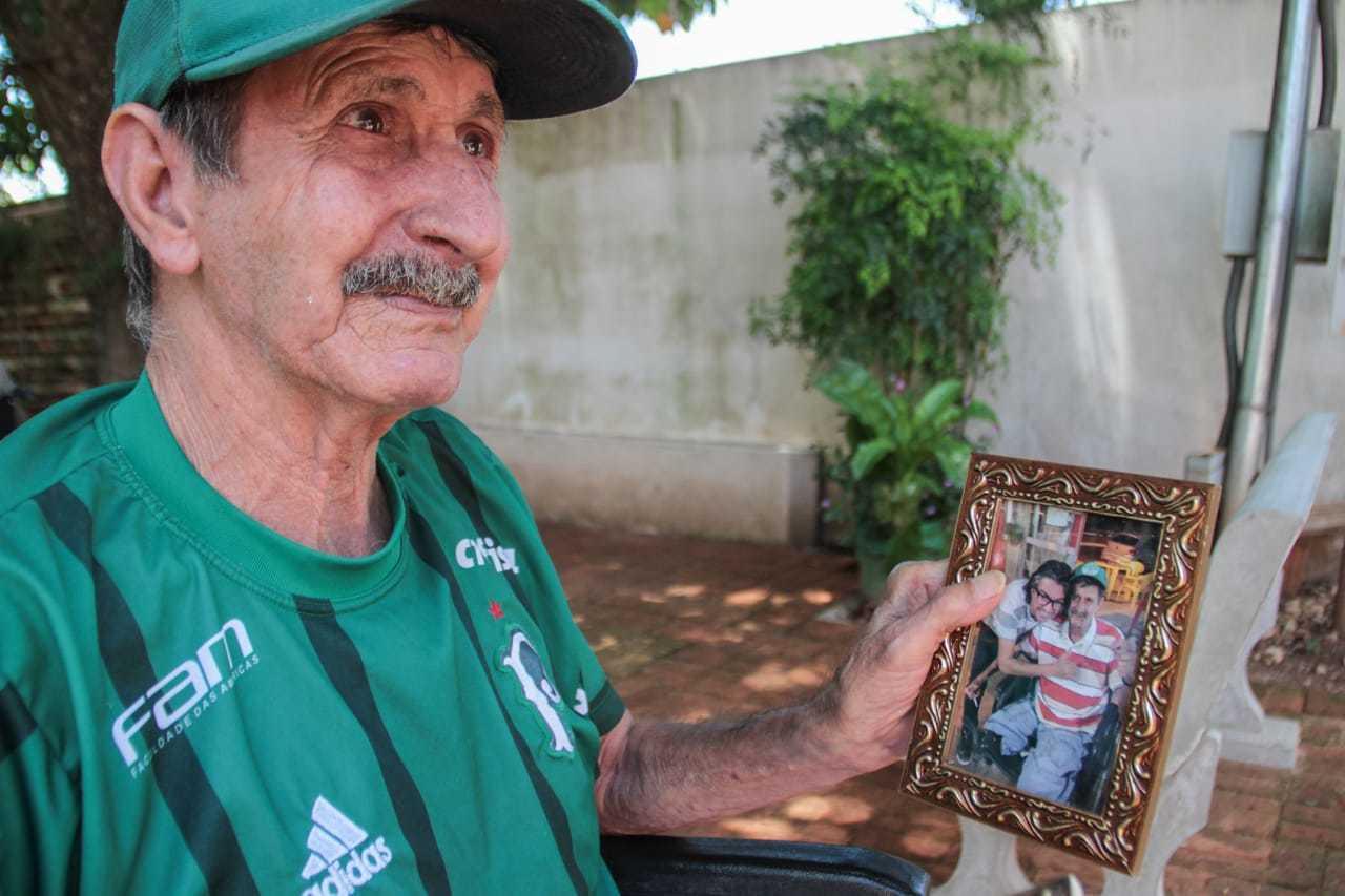 Porta-retrato dos dois é a lembrança da família de Altamir. (Foto: Marcos Maluf)