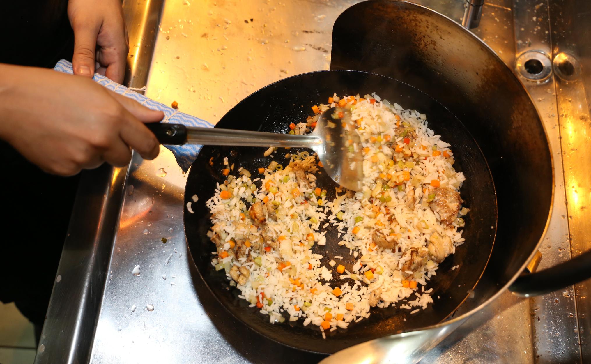 Aqui, preparação do mee krob, o prato tailandês bastante conhecido (Foto: Paulo Francis)