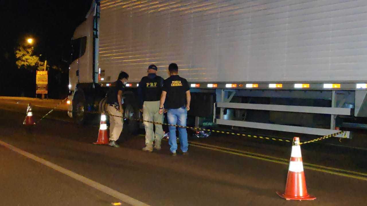 Pedestre não resistiu aos ferimentos e morreu na hora. (Foto: Osvaldo Duarte)