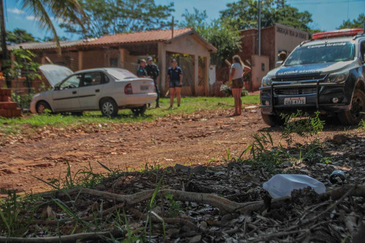 Galão foi encontrado próximo ao local (Foto: Marcos Maluf)
