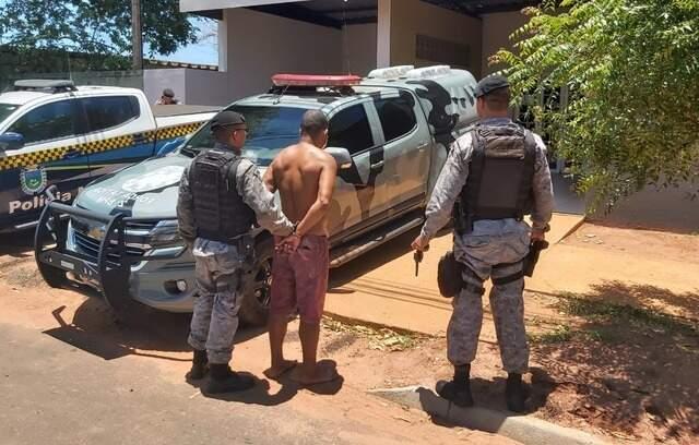 Homem foi preso em avenida do bairro Aeroporto, em Três Lagoas (Foto: Rádio Caçula)