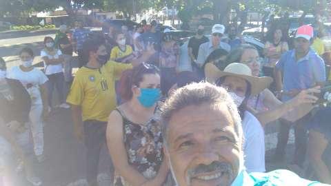 Manifestantes pedem recontagem de votos em frente à sede da PF