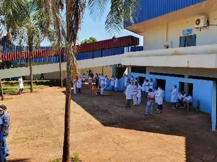 Enfermeiros fazem greve por falta até de agulha em postos de saúde
