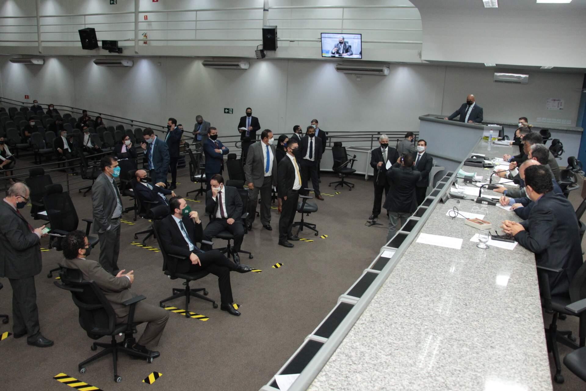 Vereadores durante sessão na Câmara em julho (Foto: Divulgação - CMCG)