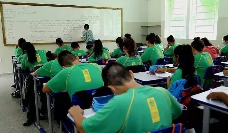Estudantes ficarão em turmas separadas com espaço de 1 metro e meio entre carteiras. (Foto: Divulgação/MS/Arquivo)