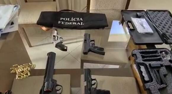 Armas apreendidas na Operação Enterprise (Foto/Reprodução)