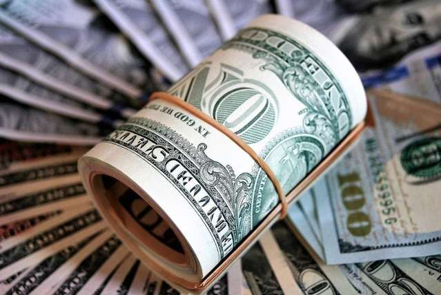 Dólar ignora vacina e sobe a R$ 5,43 com risco fiscal do Brasil