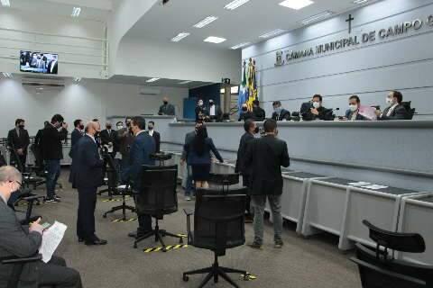 """Câmara volta com sessões presenciais para """"zerar"""" projetos até final do ano"""