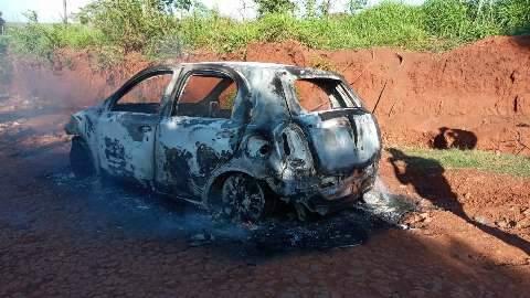 Dois carros são encontrados em chamas na fronteira onde violência só aumenta