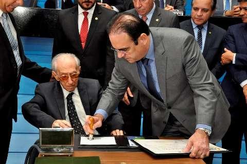 Assembleia declara luto e presta homenagem a ex-deputado Roberto Orro