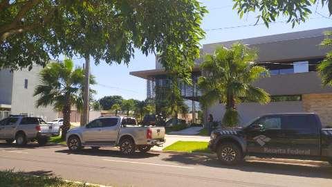 Lama Asfáltica vai a apartamento e escritório do filho de Reinaldo