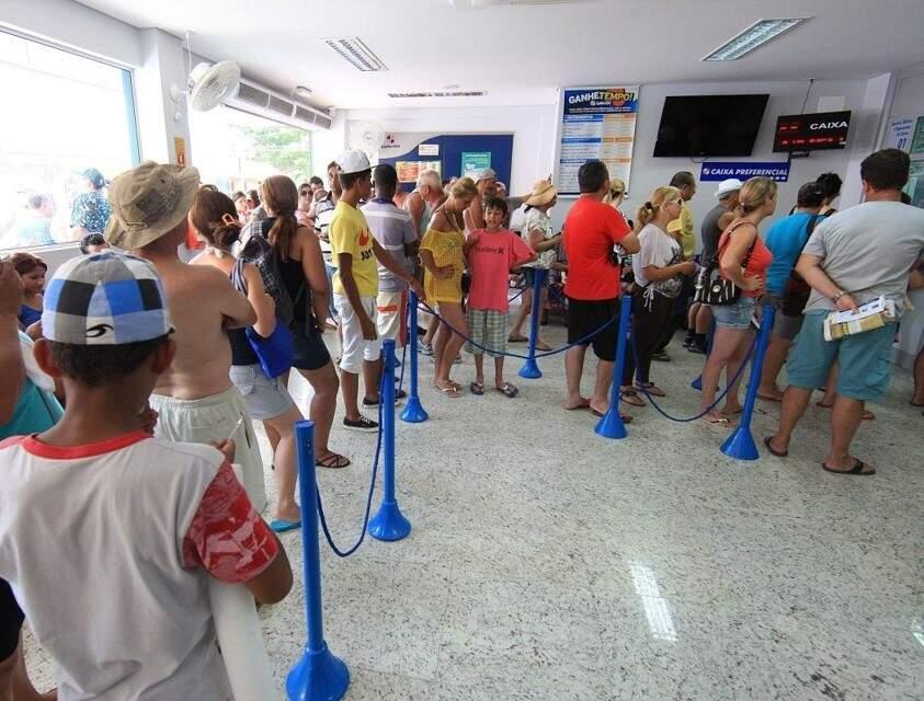 Filça longa em lotérica fiscalizada pelo Procon (Foto: Divulgação/Procon-MS)