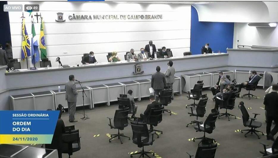 Sessão presencial na Câmara Municipal nesta terça-feira (Foto: Reprodução - Facebook)