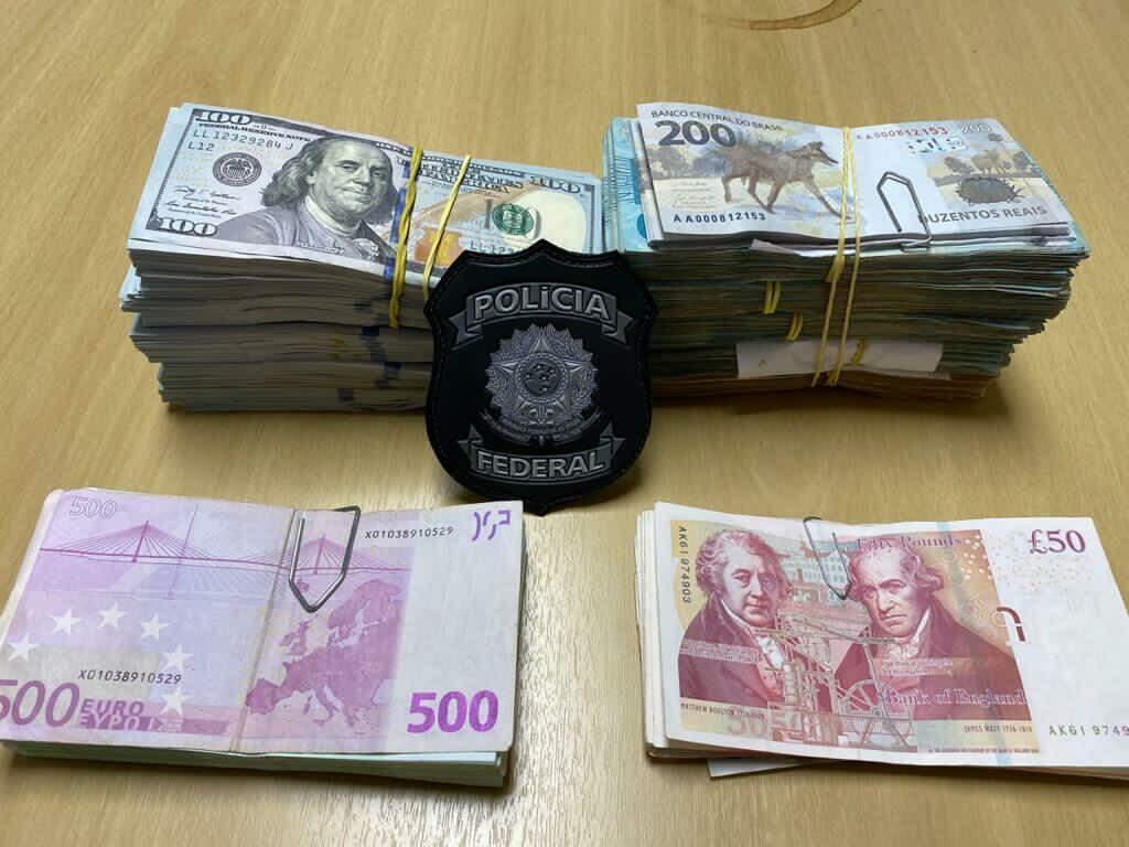 Reais, incluindo a nova nota de R$ 200, dólares, euros e libras confiscados pela PF nesta manhã (Foto: Polícia Federal/Divulgação)