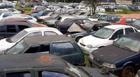 Detran-MS abre leilão com 569 veículos em estado de desmanche