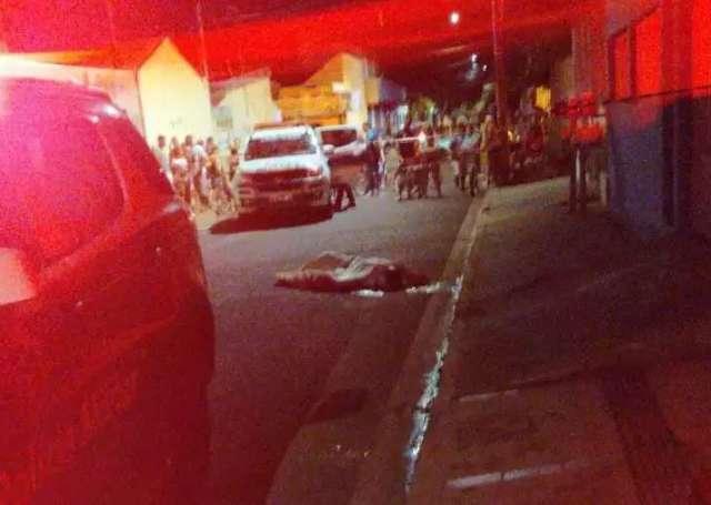 Dupla em moto executa morador a tiros no Jardim Zé Pereira
