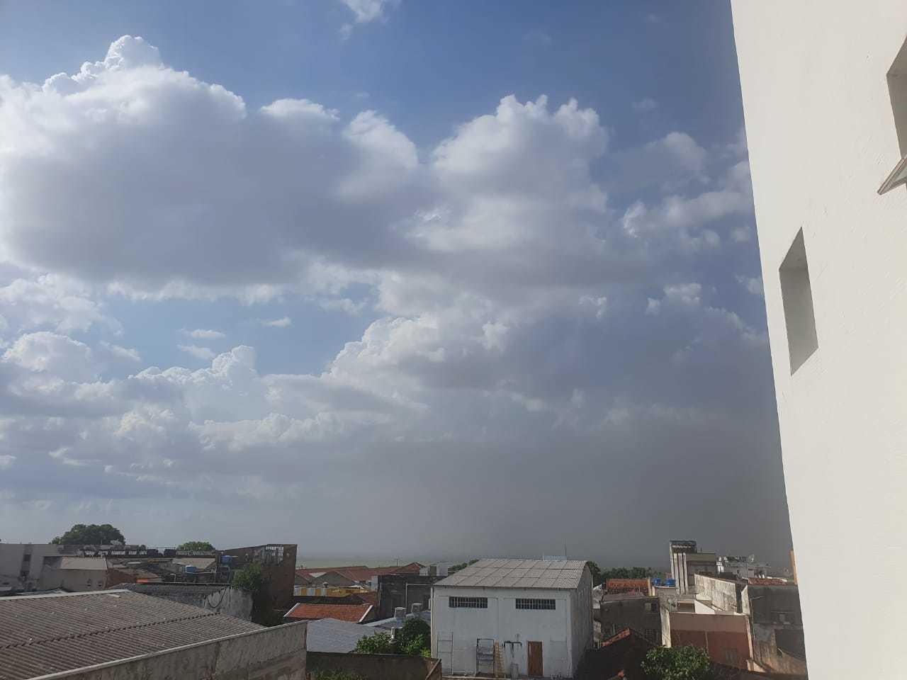 Tempestade de areia foi registrada em Corumbá (Foto: Direto das Ruas)