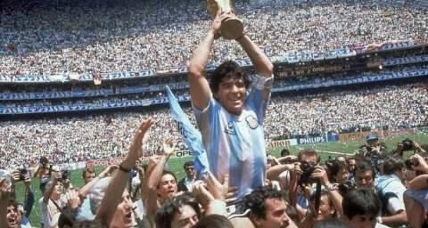 """""""Deus"""" dos argentinos, Diego Maradona morre aos 60 anos"""