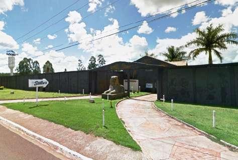 Empresário e cafetina são presos com duas adolescentes em motel
