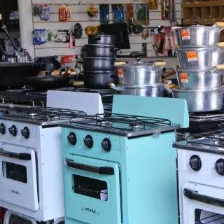 """""""Quadra dos fogões"""" é universo retrô pra quem gosta de cozinhar"""
