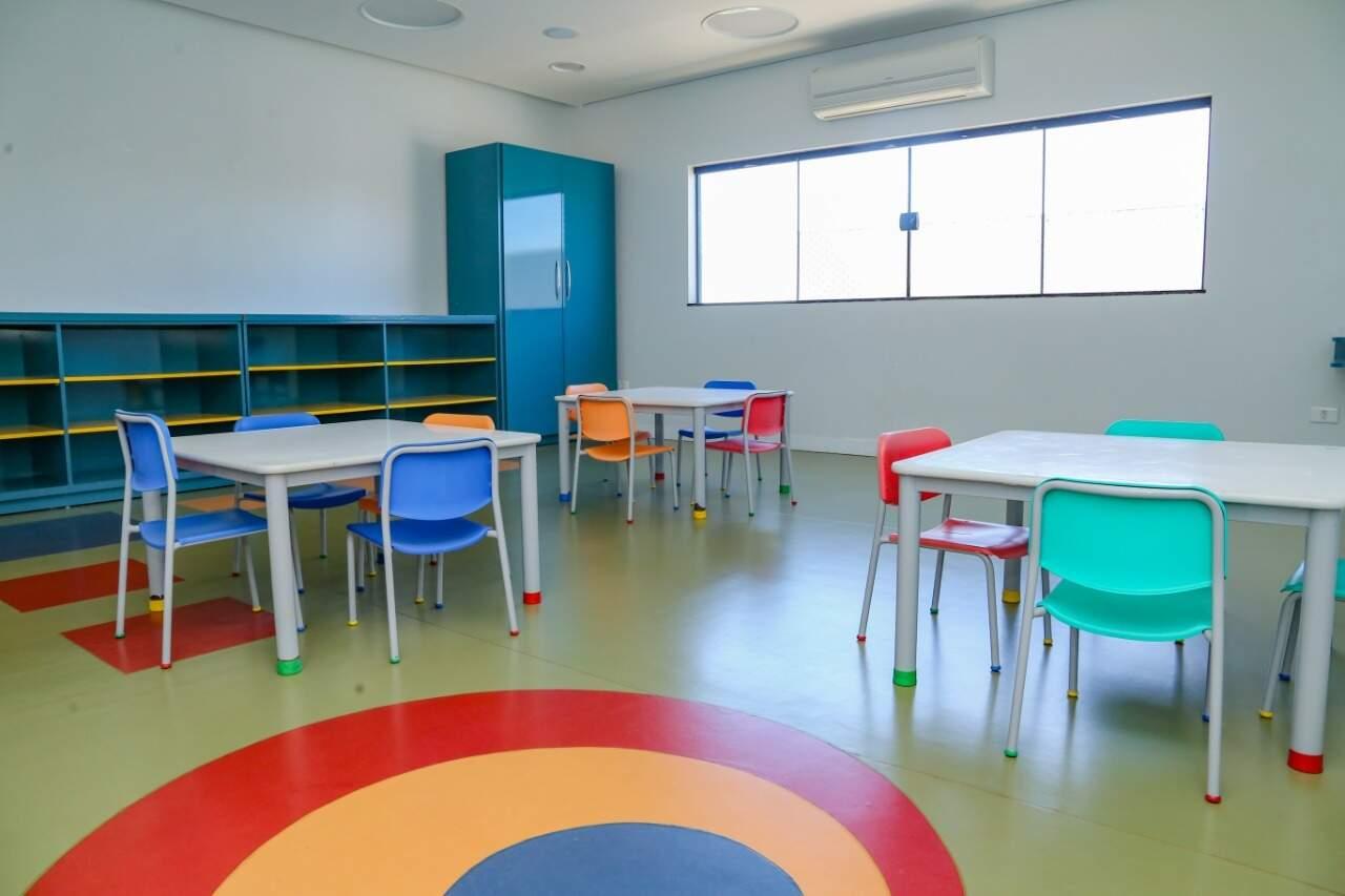 Salas coloridas proporcionam um ambiente onde o aluno de estudar. (Foto: Kísie Ainoã)