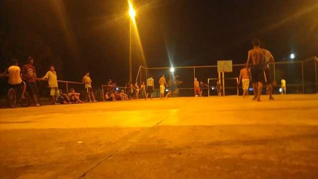 Leitor se indigna com aglomeração em quadra esportiva no Nova Campo Grande