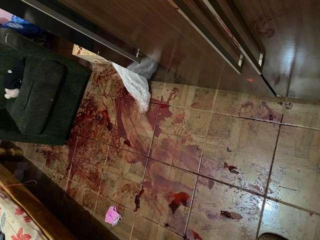 Homem é assassinado com golpes de facão por ex-marido de namorada