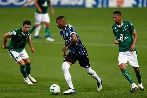 Em jogo atrasado, Grêmio bate o Goiás em casa e cola nos líderes do Brasileirão