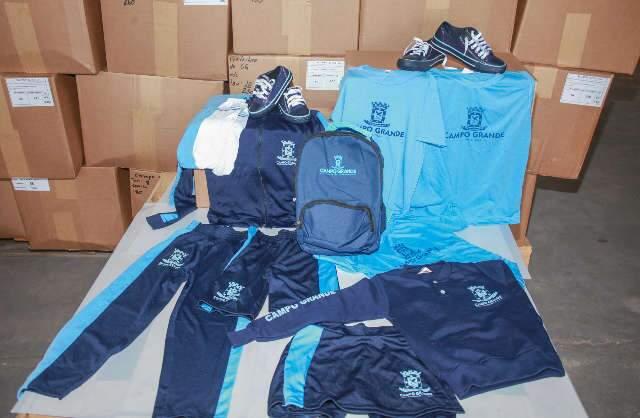 Prefeitura publica contrato de R$ 181 mil para compra de uniformes escolares
