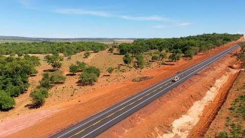 Ministério entrega mais 21 km de asfalto em rodovia na região do Pantanal