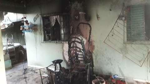 Marido mata idosa e coloca fogo em  casa no Tarsila do Amaral