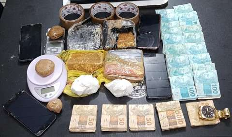 Cinco são presos por tráfico de drogas e polícia apreende R$ 21 mil em espécie