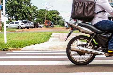 Em local de acidente com morte, sinalização não barra desrespeito ao pedestre
