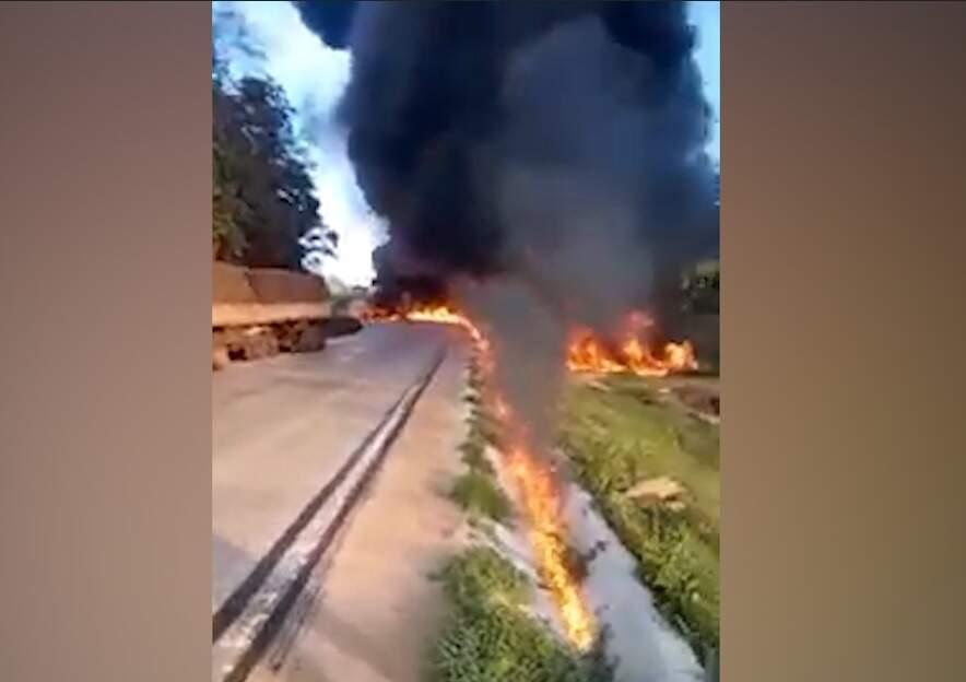 Rastro de fogo percorrendo combustível derramado após explosão (Reprodução/Repórter MT)