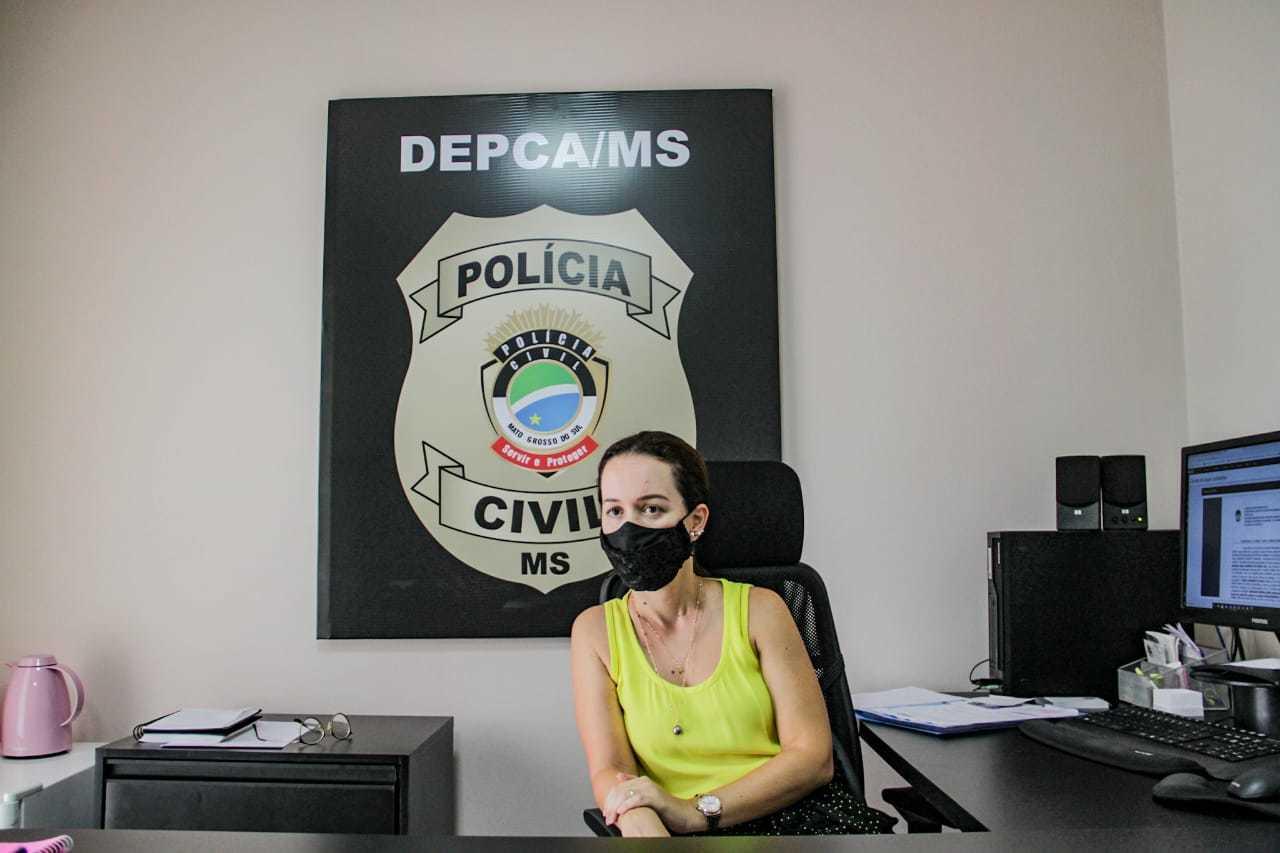 Delegada Franciele Candotti, responsável pela investigação (Foto: Silas Lima)