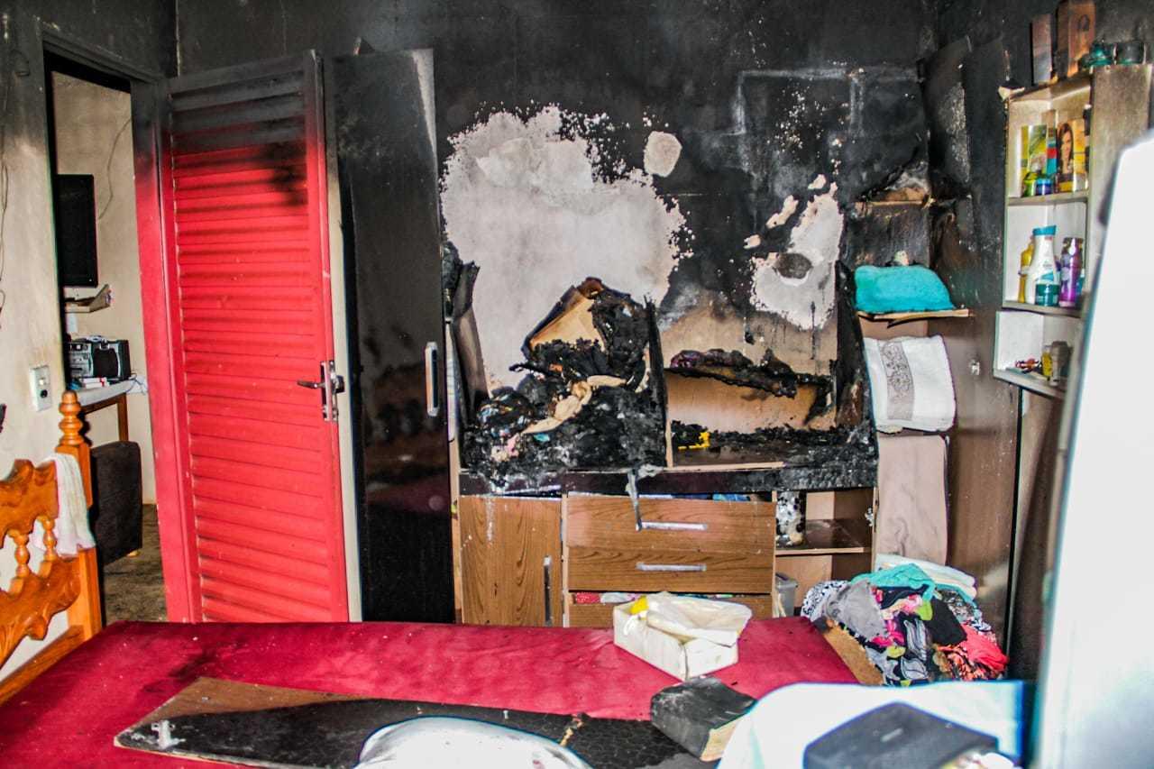 Imagem do quarto incendiado onde dona Dulci foi encontrada. (Foto: Silas Lima)