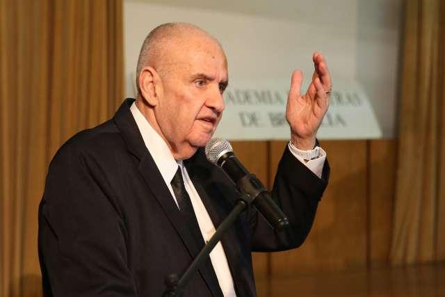 Com 60 anos de carreira, Carlos Nejar lança livro em Campo Grande