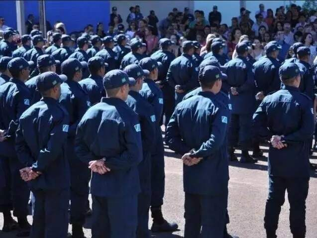 Tropa de policiais militares em formação. Novo efetivo está previsto em projeto. (Foto: Arquivo/Campo Grande News)