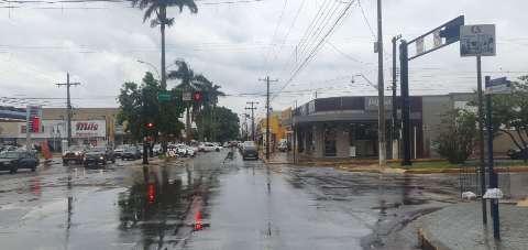 Ponta Porã tem tarde com chuva de 41 milímetros e 166 raios