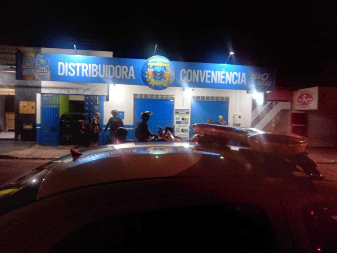 Guarda Civil Metropolitana fez fiscalização em conveniência nesta madrugada (Foto: GM/Divulgação)